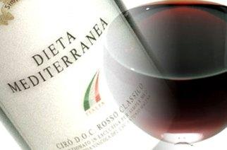 Vino rosso anticancro ma solo con 100 calici al dì