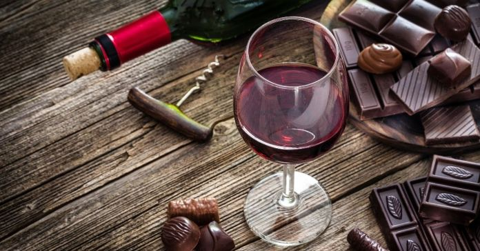 vino tinto y chocolate salud beneficios