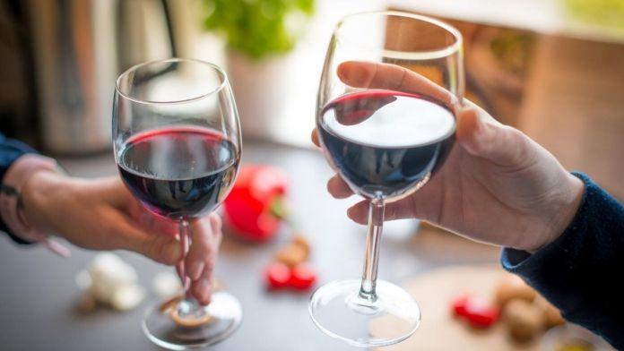 beber vino tinto corazon efectos salud
