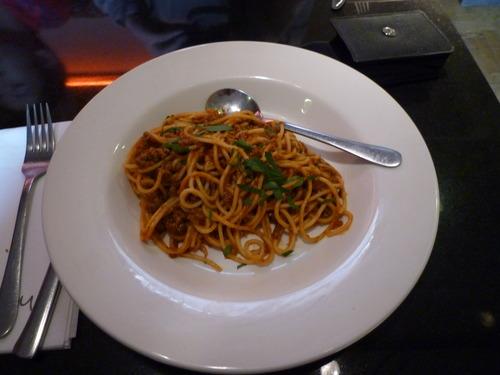 下面开始食物展示。这是在 York 吃的午餐,一小份意面,要价7镑5,而且是中看不中吃