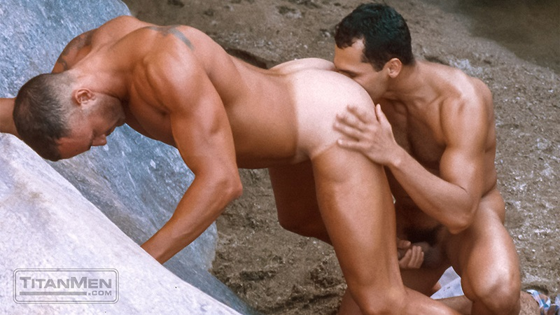 Marcello Reeves fuck Adriano Marquez gay hot daddy dude men porn Desert Train