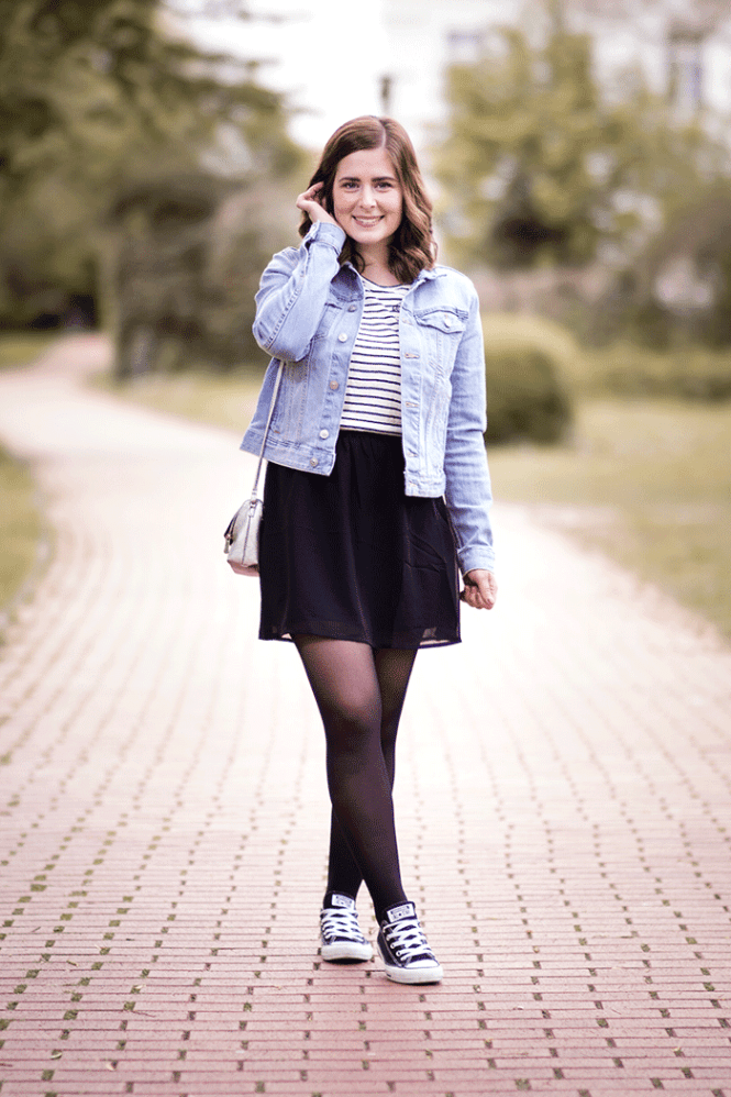 OUTFIT// JEANSJACKE, A-LINIEN ROCK & SHIRT MIT PATCHES