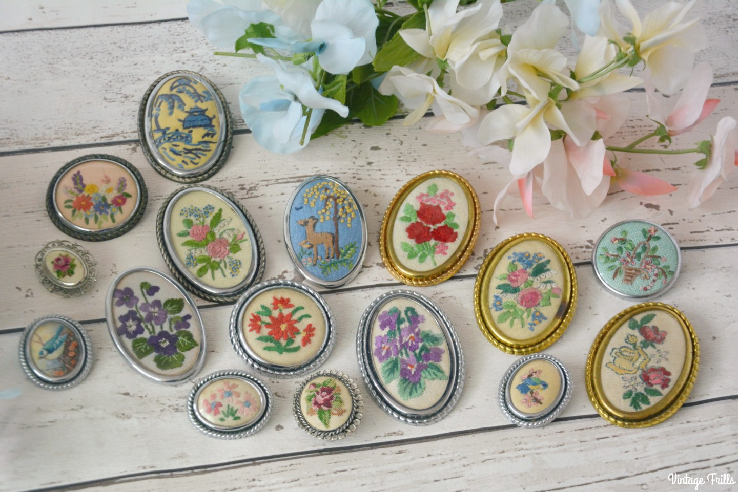 embroidered-brooch-collection