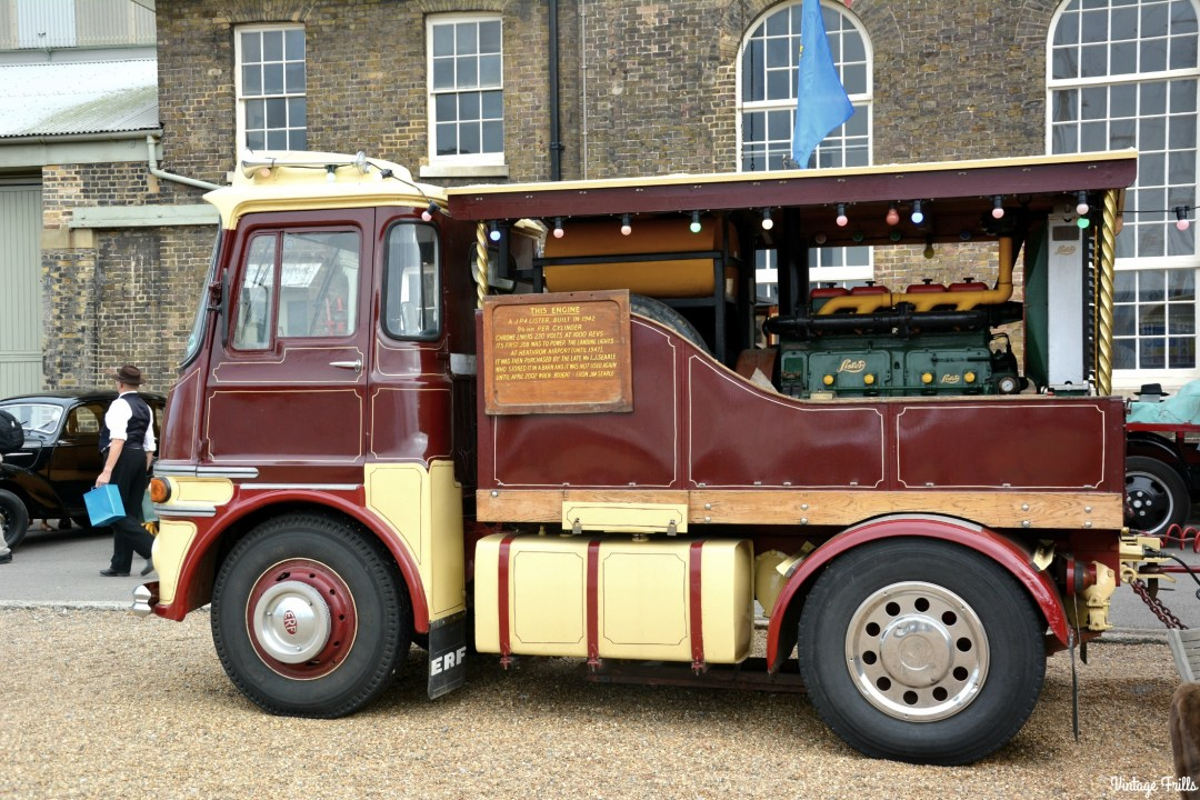 salute-to-the-40s-fire-engine