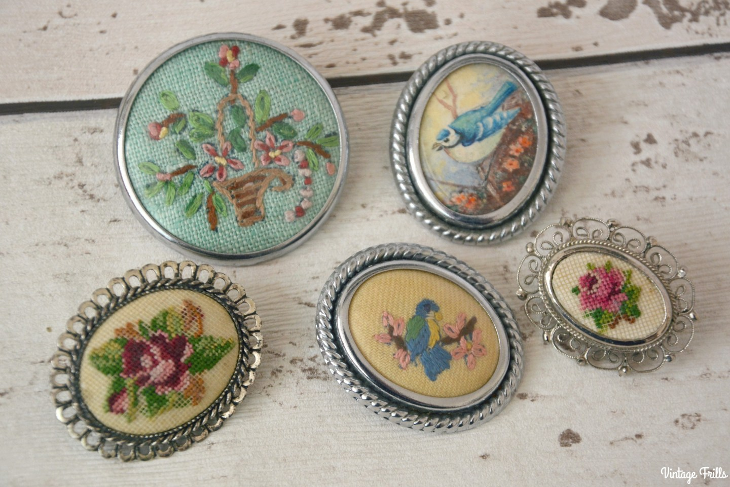 vintage-embroidered-brooches-birds-and-roses