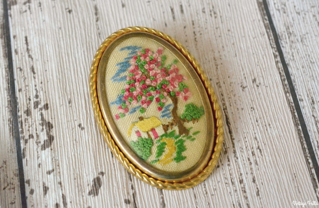 embroidered-cottage-brooch