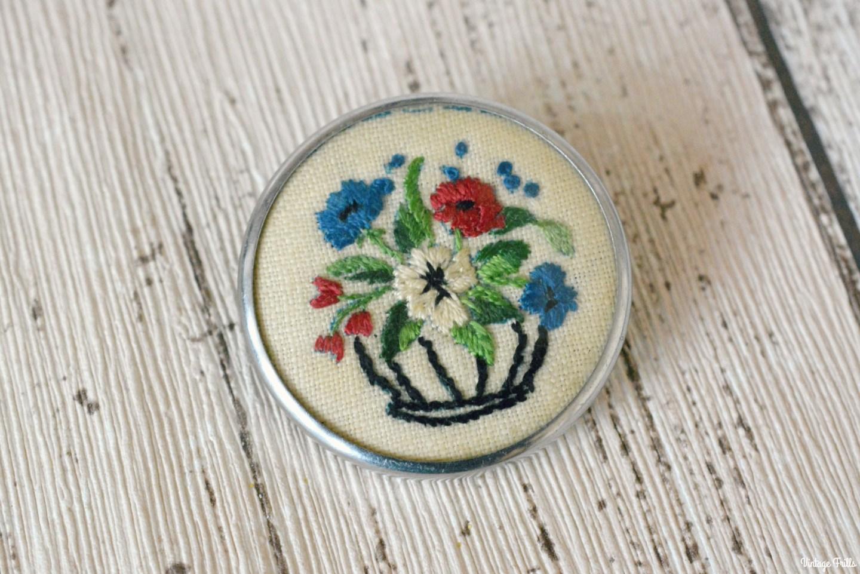 vintage-embroidered-flower-brooch