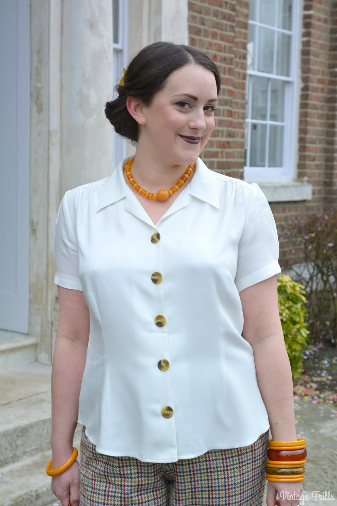 Pretty retro White Blouse Review