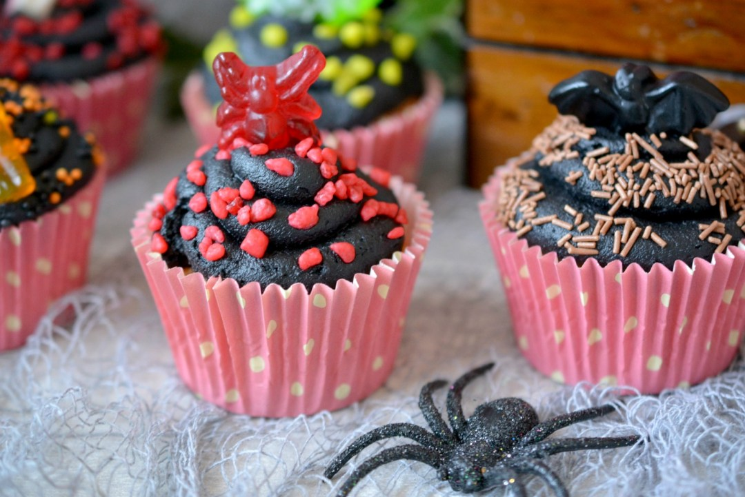 BAKING - Super Easy Halloween Cupcakes