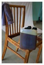 Stuhl beim Ölen
