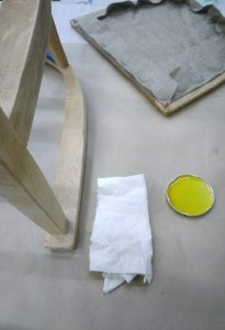 Natürliches Leinöl und Holzstuhl