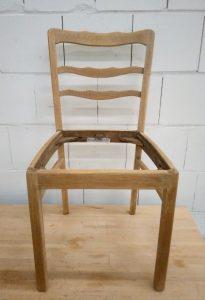 Stuhl geschliffen