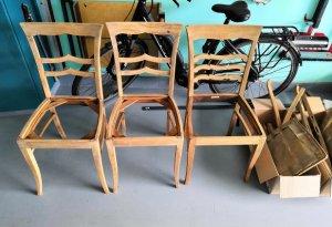 geschliffene Stühle in der Werkstatt