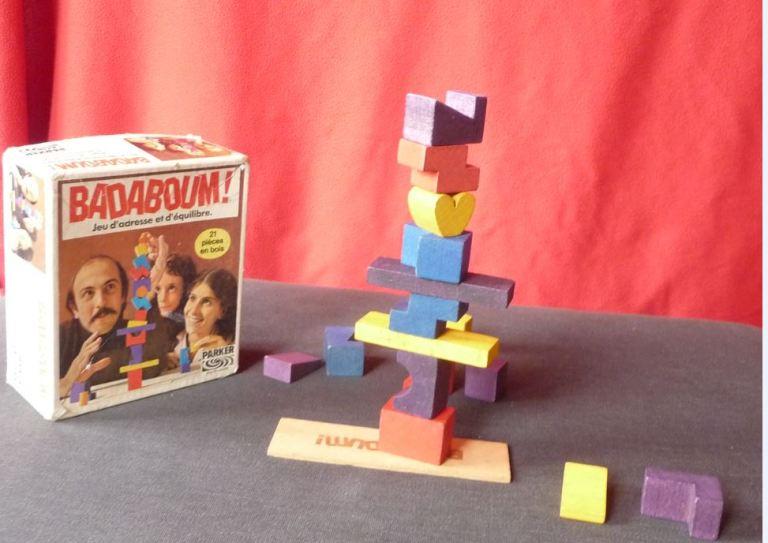 boite du jeu vintage Parker Badaboum et exemple de construction possible avec les pièces de bois