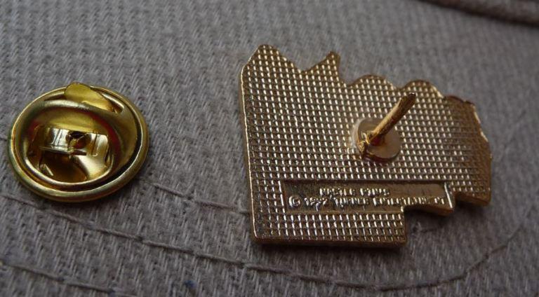 Envers d'un Pin's