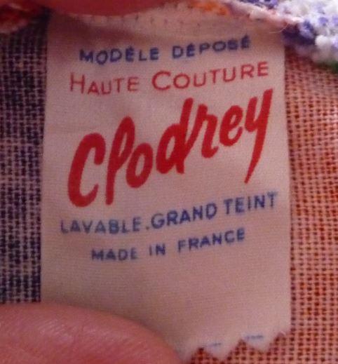 Crissy de Clodrey Étiquette sur un vêtement de la poupée