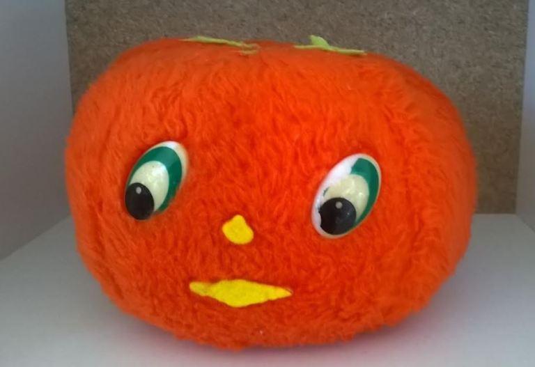 doudou vintage peluche en forme de tomate année 70