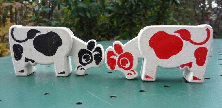 Animaux Educalux vache noire et vache rouge