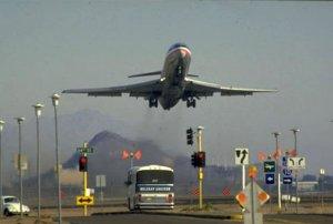 American B727 leaving Phoenix
