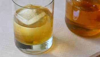 Peach and Honey Cocktail