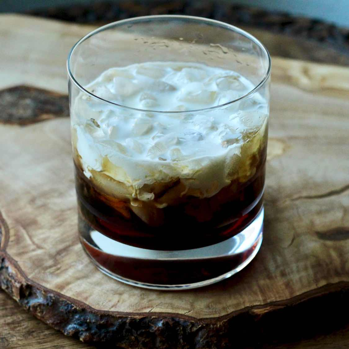 White Russian - Classic 1950s Coffee Liqueur Cocktail