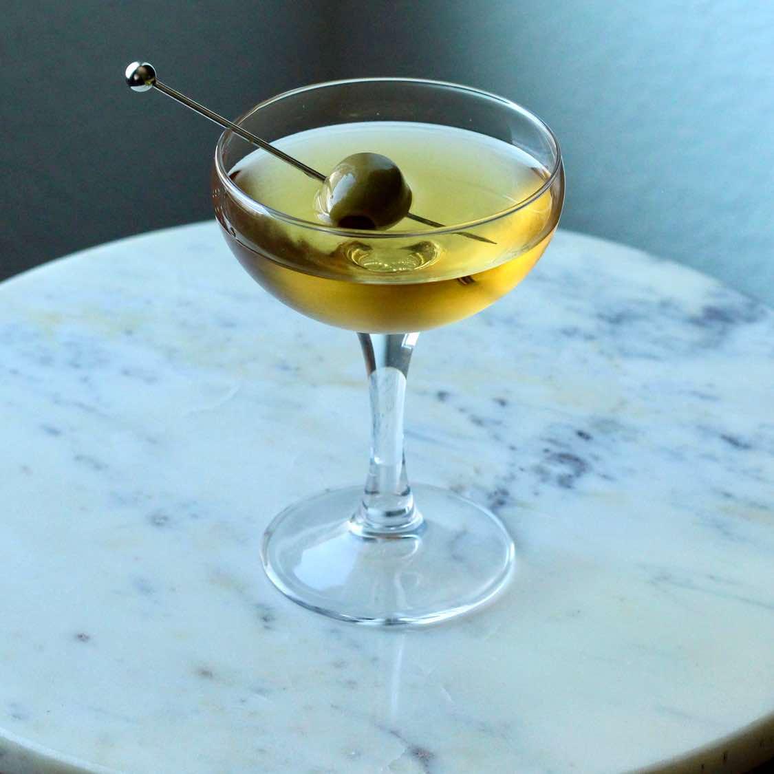 Martini (Medium)   Classic 1935 Waldorf-Astoria Recipe