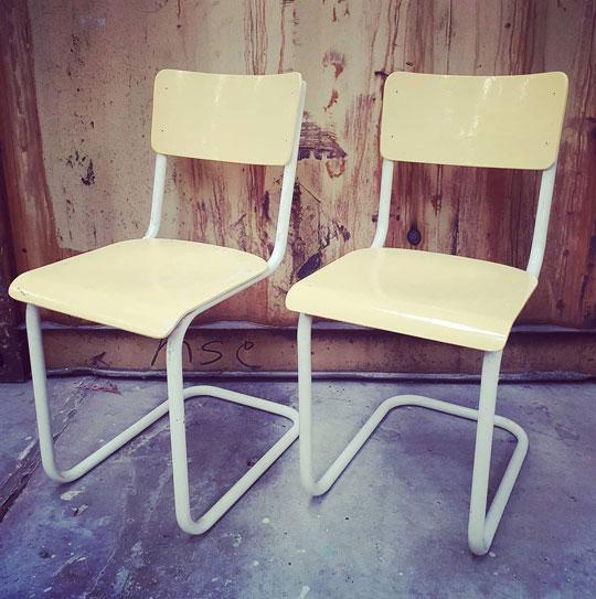 gele stoel vintage brabant