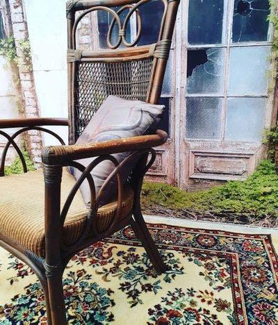 Rotan Stoel met Ribstof Zeteltje | Vintage Brabant