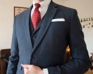 Dunkelblauer Tweed-Dreiteiler