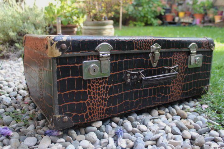 ancienne valise en carton à impression croco avec poignée cuir vintage