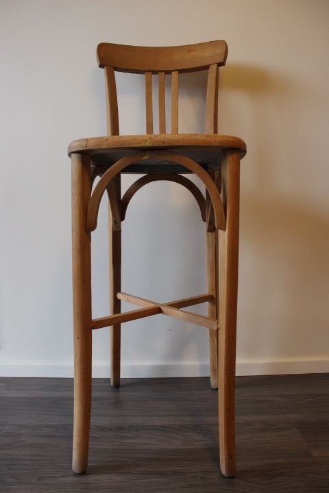 ancienne chaise haute de bar