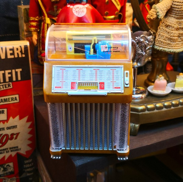 Miniature Seeburg M100C Jukebox Replica Music Box