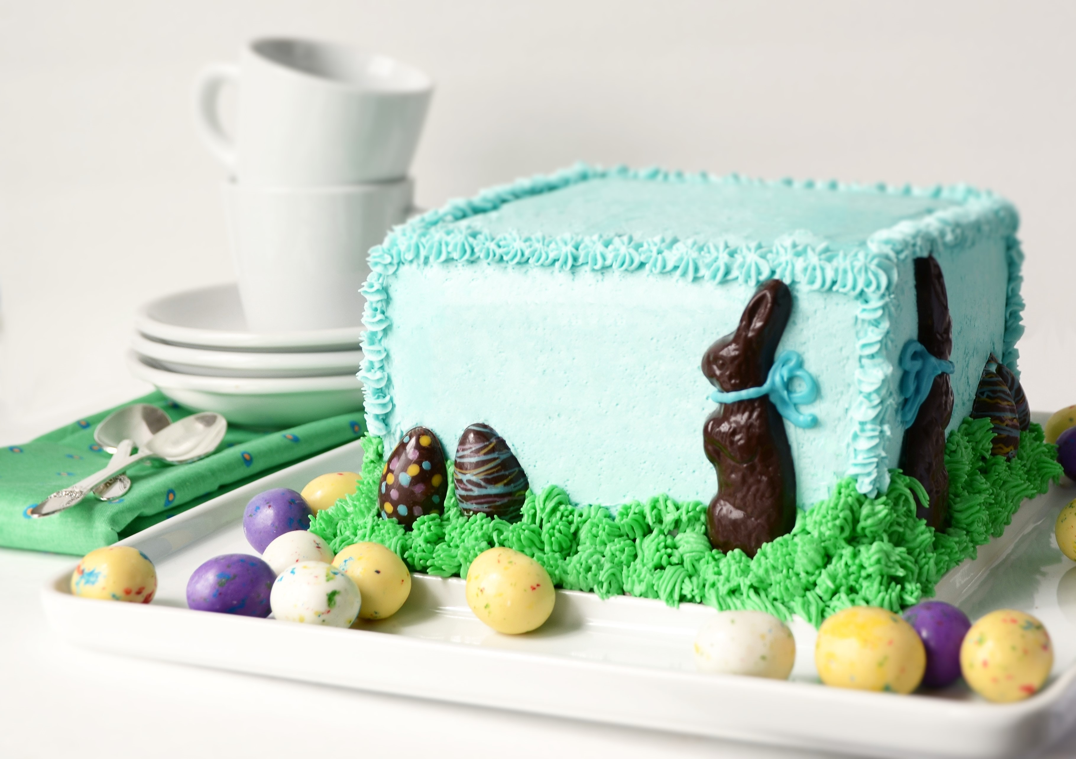 Who doesn't love the Easter Bunny? Make this hippity-hoppity cake from scratch for your Easter celebration! impress the most discerning Easter guest. | vintagekitty.com