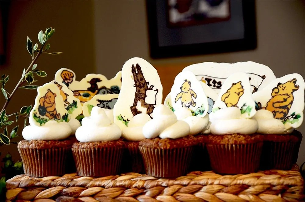 Winnie the Pooh would love this honey inspired baby shower dessert buffet, complete with vintage illustrations in chocolate! | vintagekitty.com