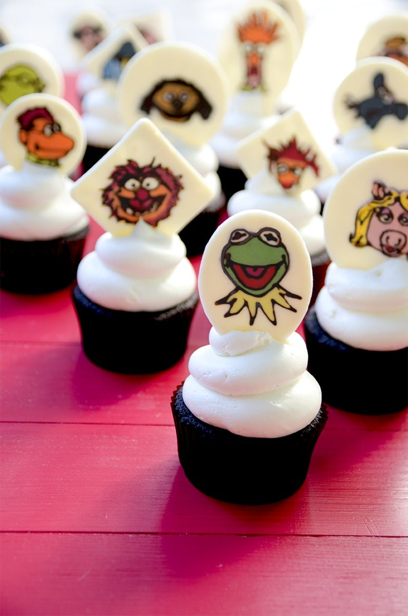 How awesome are these most sensational, inspirational, celebrational, Muppet-ational cupcakes? Learn how to make your favorite Muppet into a cupcake with this Muppets Cupcakes tutorial! | vintagekitty.com