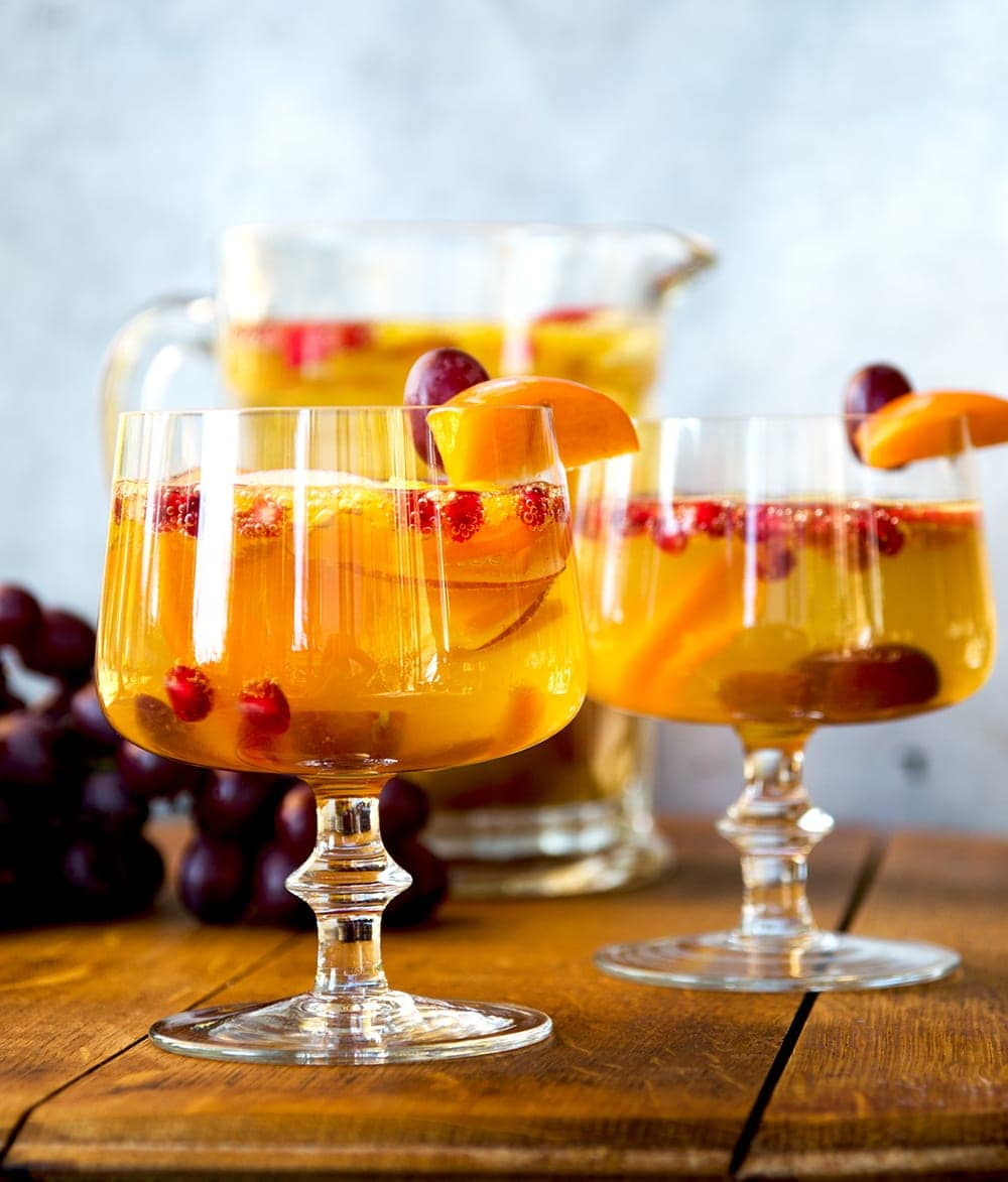 You will love this festive, sweet and fruity Fall Cider Sangria! It is elegant while still being fun, and the holidays are supposed to be joyous, right? | vintagekitty.com