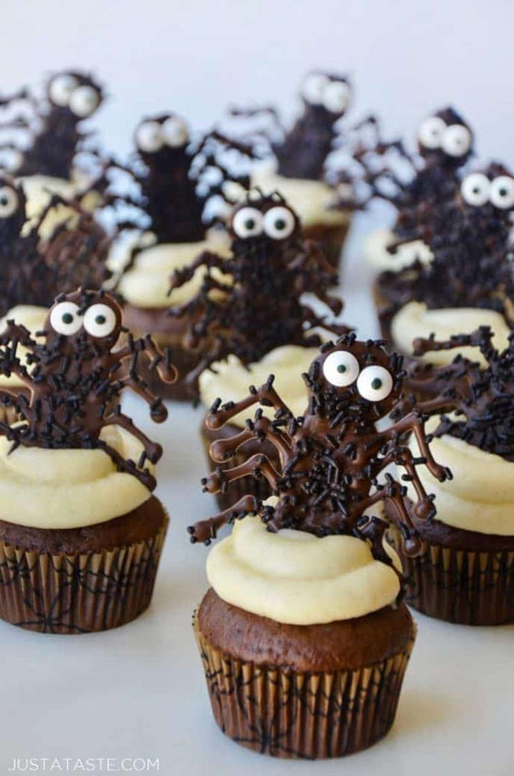Chocolate Spider Cupcakes- Ghoulishly Good! #Halloween Party Recipes and Ideas