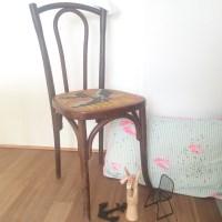 Chaise de bistrot ancienne, cannage et point de croix – l'hirondelle.