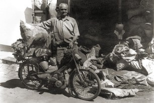 Mauritius - Old Charcoal Seller - 1960s