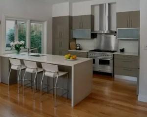 Reformas de cocinas a medida con piso de madera