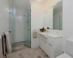 Sustitución de bañera por plato de ducha en baño