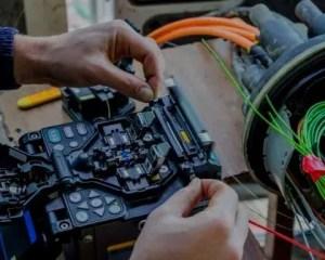 Telecomunicaciones y eletricidad para reformas