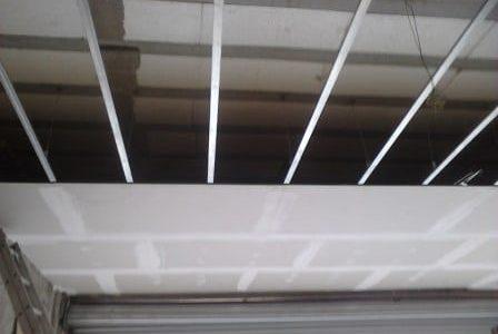 Aplicação de teto falso em pladur.