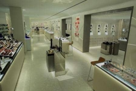 Remodelação de loja em centro comercial.