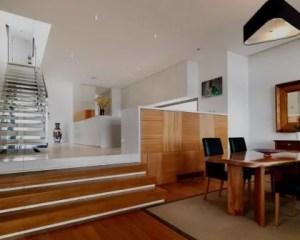 Interiores de casas com escadas