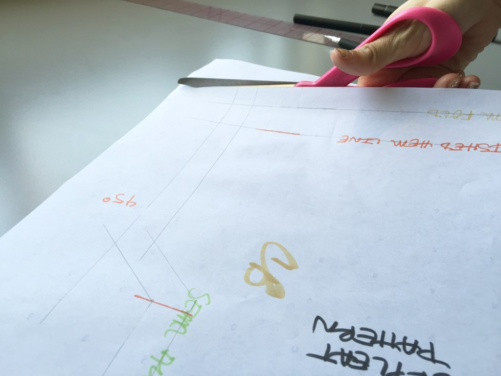 How to Draft a Kickpleat Pattern, Cutting the Pattern out @vintageontap