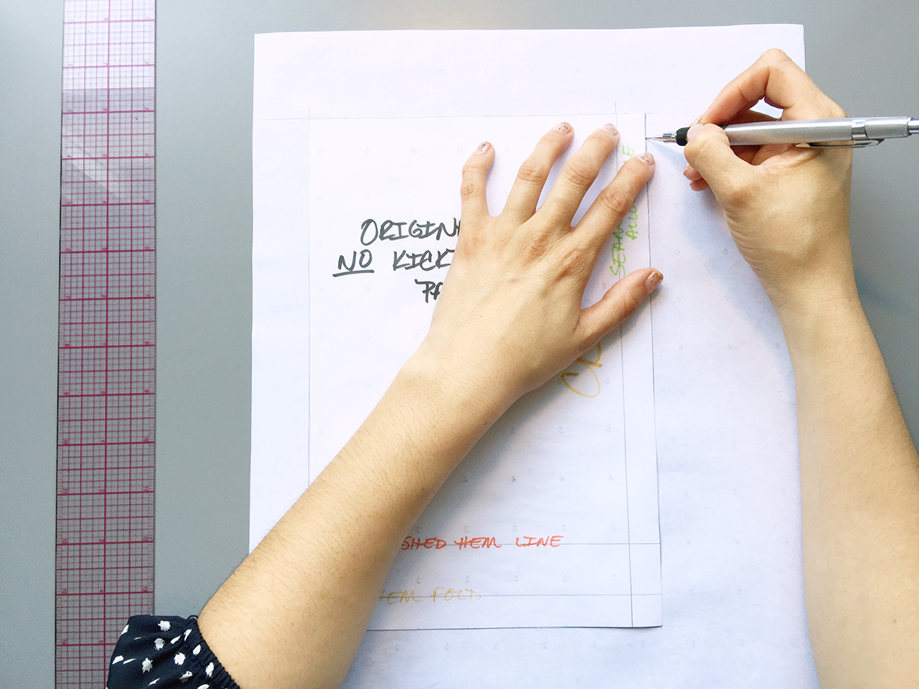 How to Draft a Kickpleat Pattern, tracing the pattern | @vintageontap