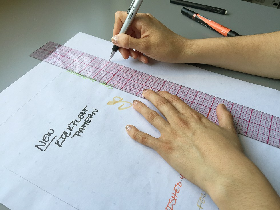 How to Draft a Kickpleat Pattern, Drawing the pleat | @vintageontap