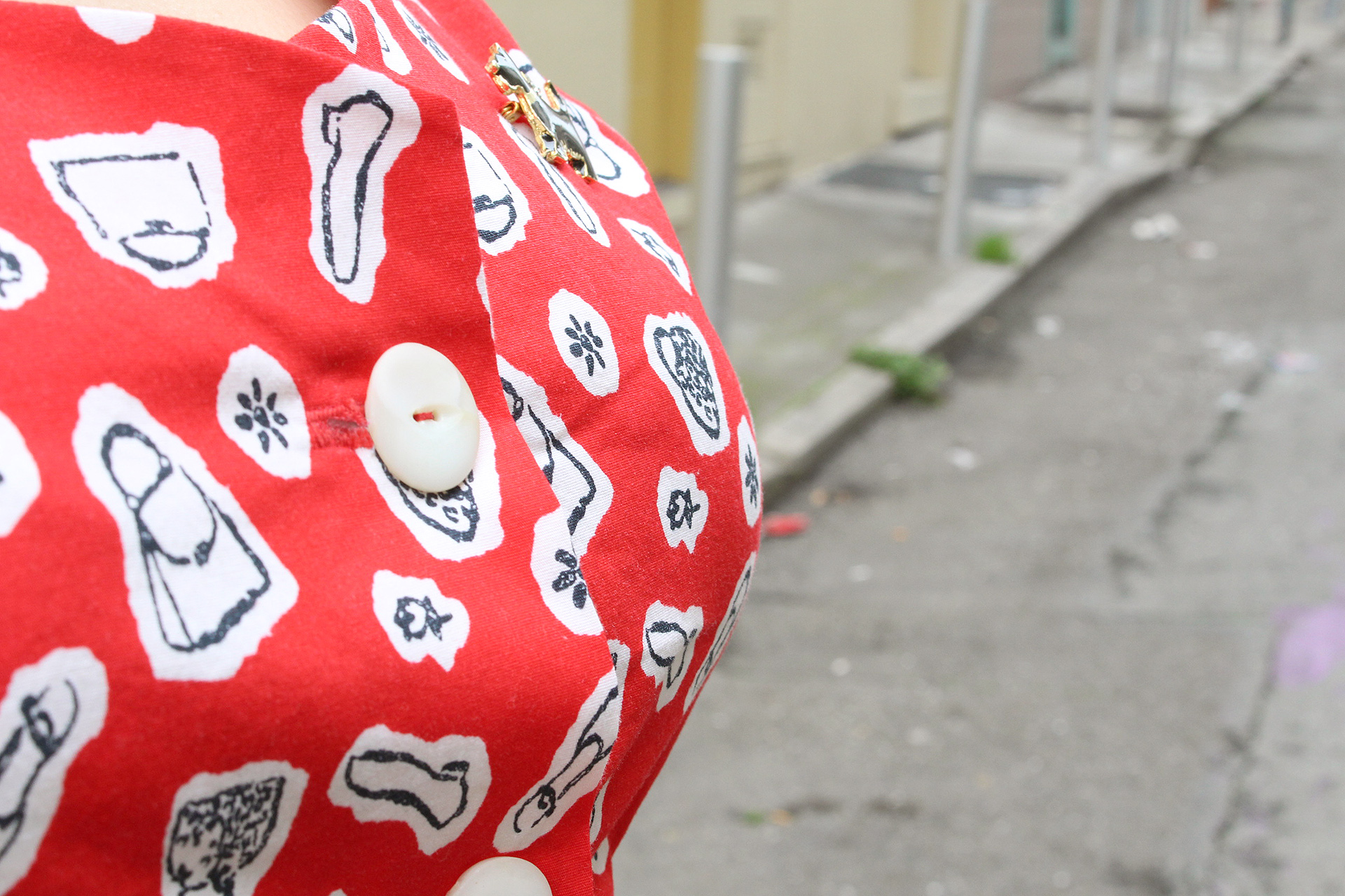 Vintage Simplicity 1460 peplum blouse, button detail | @vintageontap