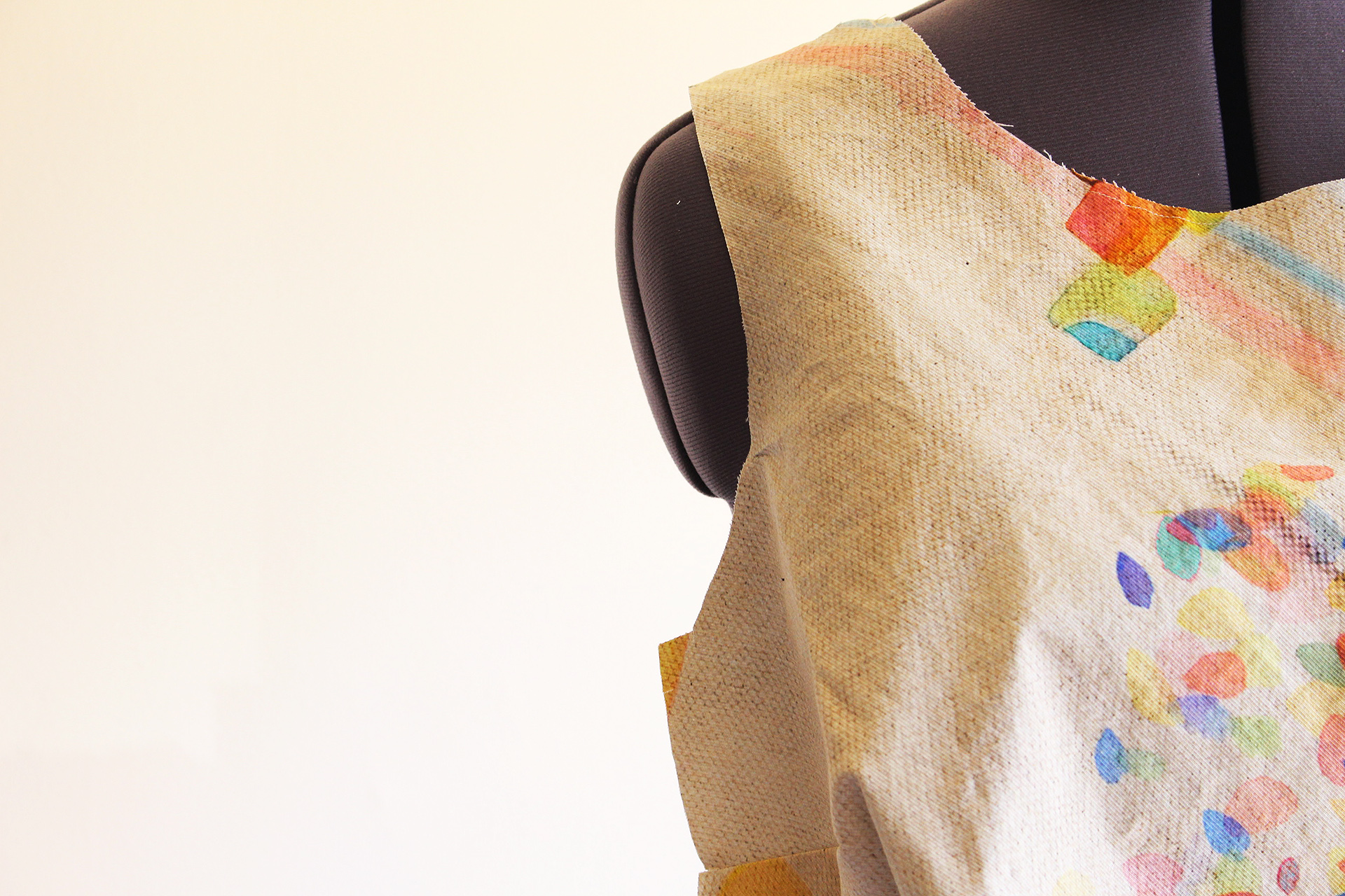 Teaser close up of Simplicity 8085 with Britex Fabrics cotton | @vintageontap